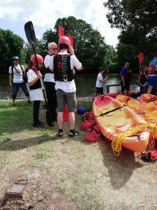 A Treefinder team, vízreszállásra várva