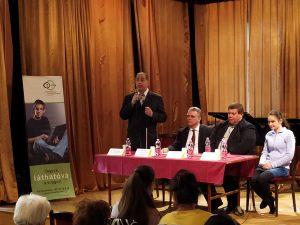 Szuhaj Mihály (Infoalap), Pauer Pál (NISZ Zrt.), Herczeg Lajos (Infoalap) és Velegi Dorka (egyetemi hallgató) az Infoalap október 18-i ünnepségének előadói