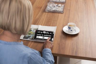 Compact 6HD speech használata újságolvasás közben