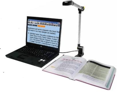 A Pearl kamera egy könyv fölé állítva, laptophoz csatlakoztatva